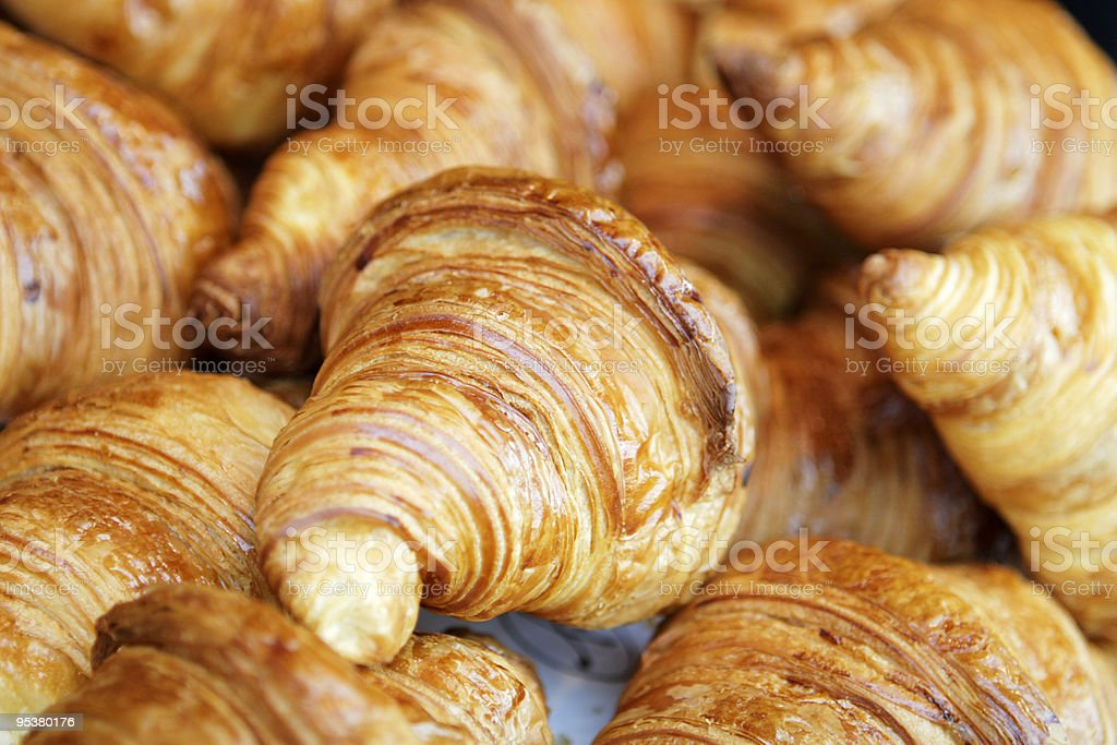 Recién croissant - Foto de stock de Al horno libre de derechos