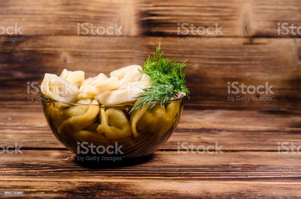 Fresh dumplings in glass bowl on wooden table zbiór zdjęć royalty-free
