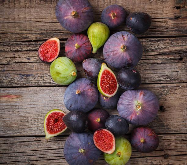 fresh figs in different grade - figue photos et images de collection