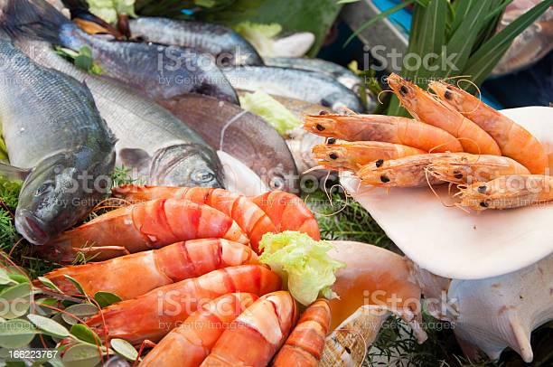 Pescados Y Mariscos Foto de stock y más banco de imágenes de Alimento