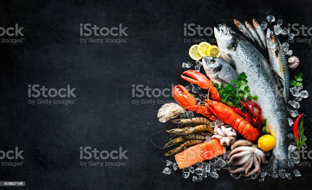 Peixes e frutos-do-mar - foto de acervo