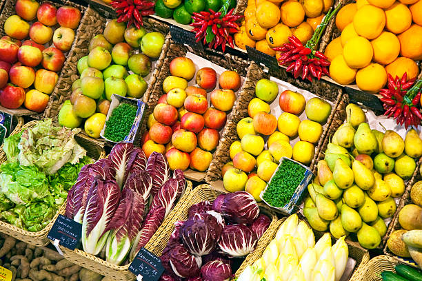 fresh food offered at the market fresh food offered in a food market hall market hall stock pictures, royalty-free photos & images