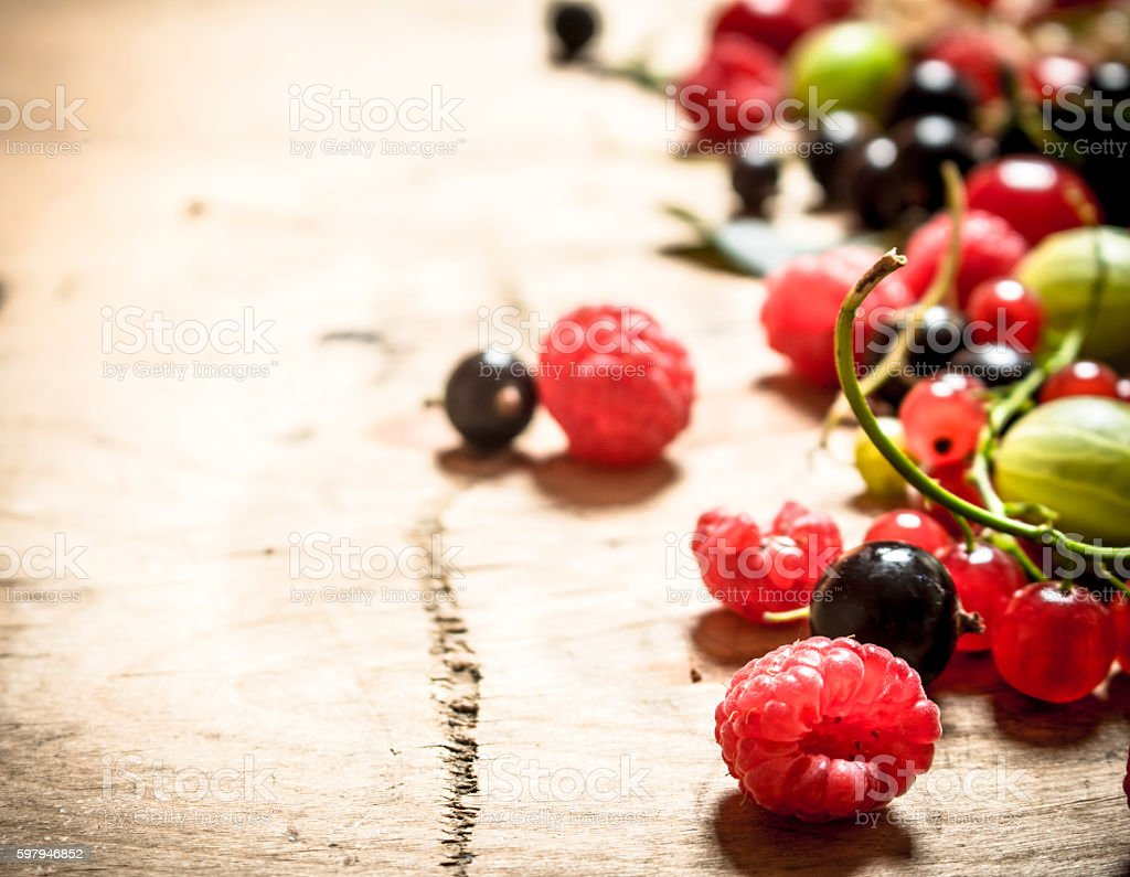 Fresh forest berries .On wooden background. foto royalty-free