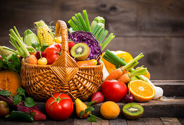 Fresh fruits and vegetables in the basket - foto de acervo