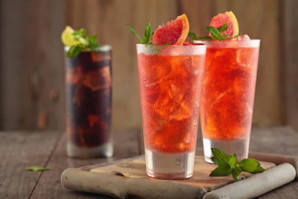 frische grapefruit-limonade. - italienische speisekarte stock-fotos und bilder