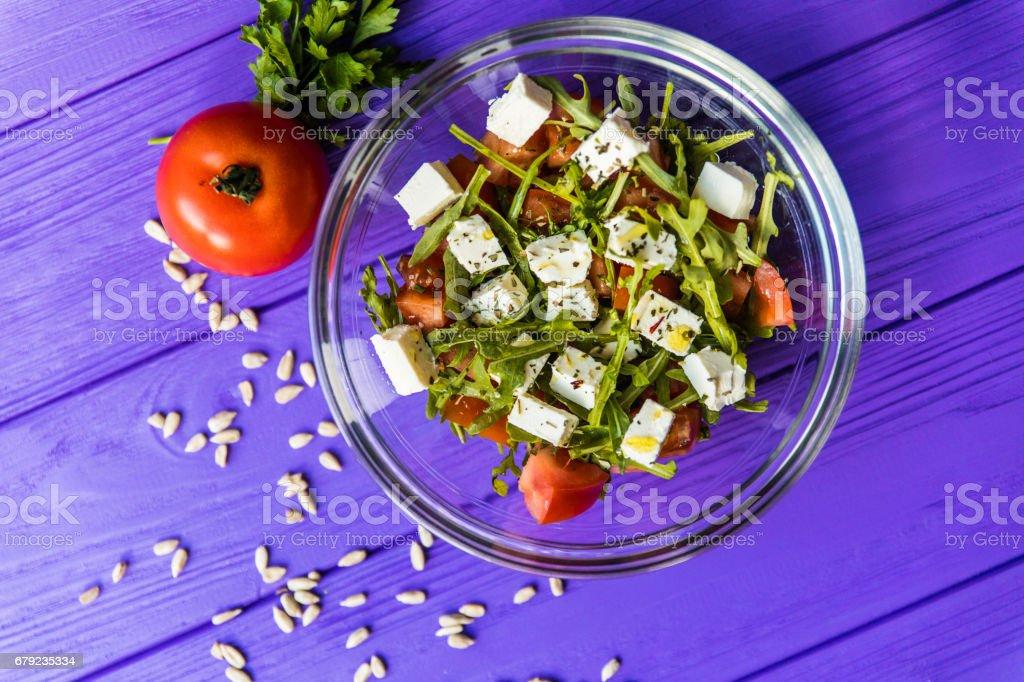 Fresh Greek salad in a bowl on woden table, top view photo libre de droits