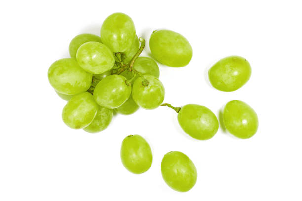 uva verde fresca aislada sobre fondo blanco. - grapes fotografías e imágenes de stock
