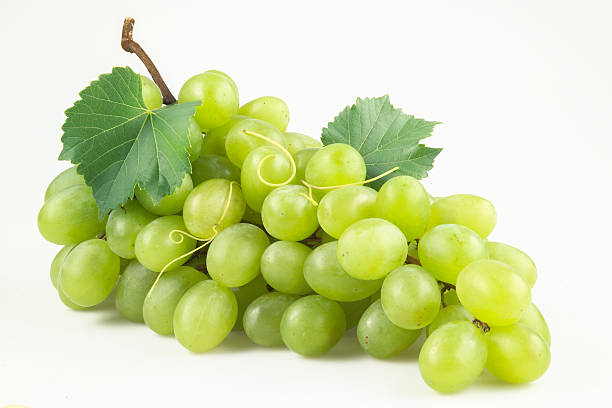 fresh green grapes with leaves. isolated on white - 提子 個照片及圖片檔