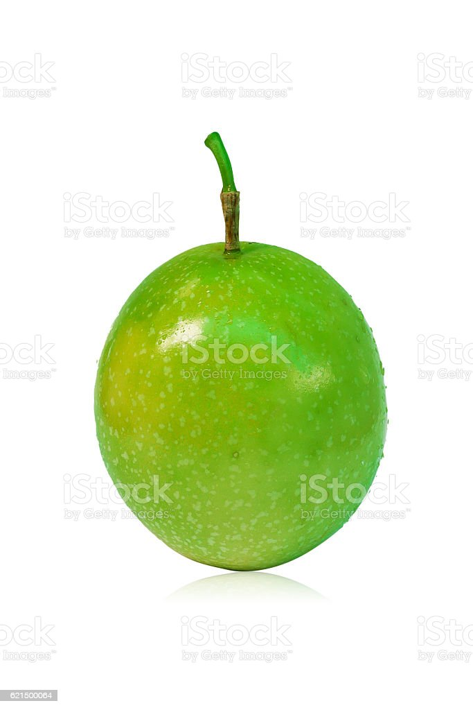 Fresh Green Passion fruits isolated on white background photo libre de droits