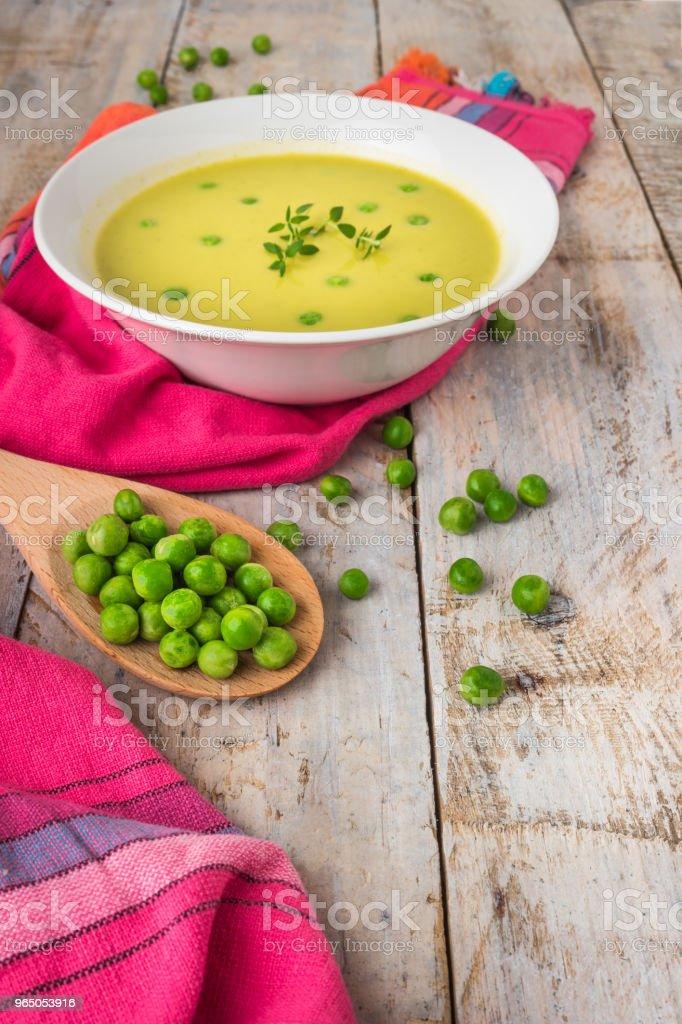 Fresh green pea soup with pea seeds. zbiór zdjęć royalty-free