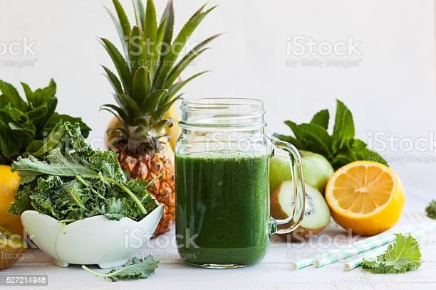 Fresh green smoothie picture id527214948?b=1&k=6&m=527214948&s=612x612&h=vablh6trcnmwptie0jjpxqmoxdnkgkqt8djthgahpi0=