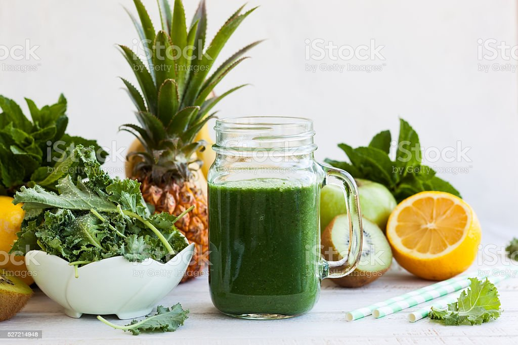 Fresh green smoothie​​​ foto