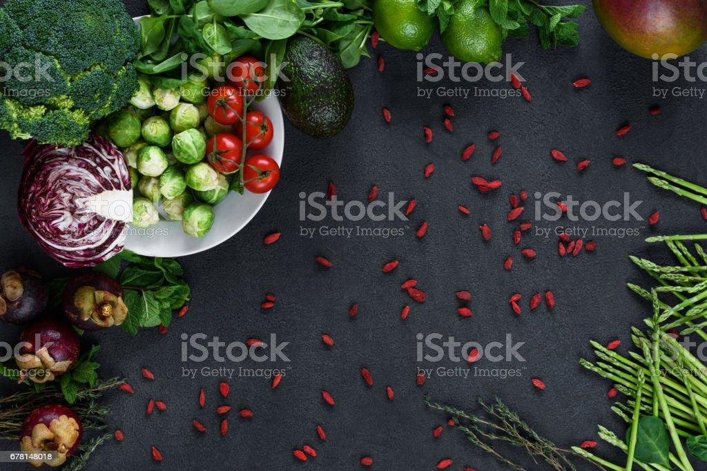 黒の上面に新鮮な緑色野菜パターン ストックフォト