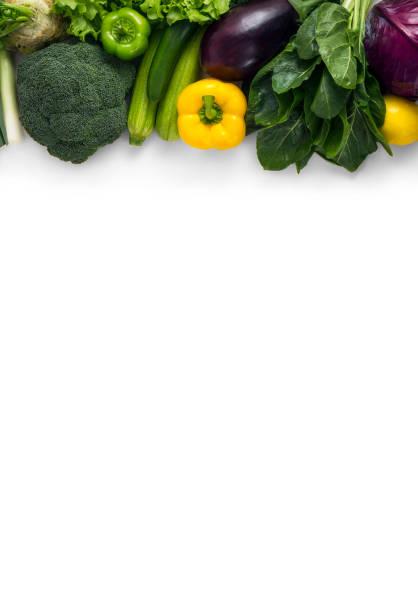 frisches grünes gemüse auf weißem hintergrund - mangoldgemüse stock-fotos und bilder