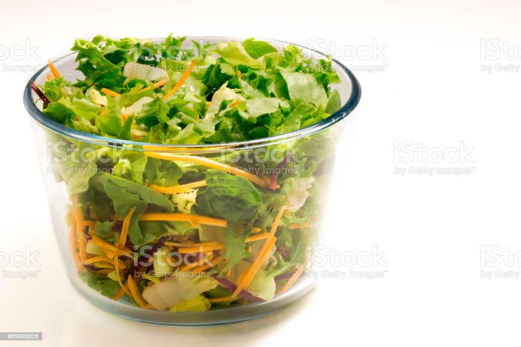 Frische gesunde Salat in einer sauberen Schüssel – Foto