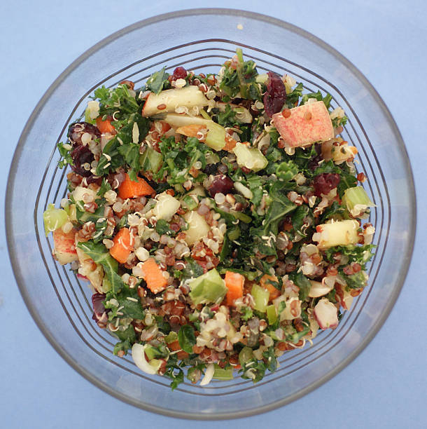 fresh healthy salad with kale and cranberry apples quinoa - quinoa superfood stock-fotos und bilder