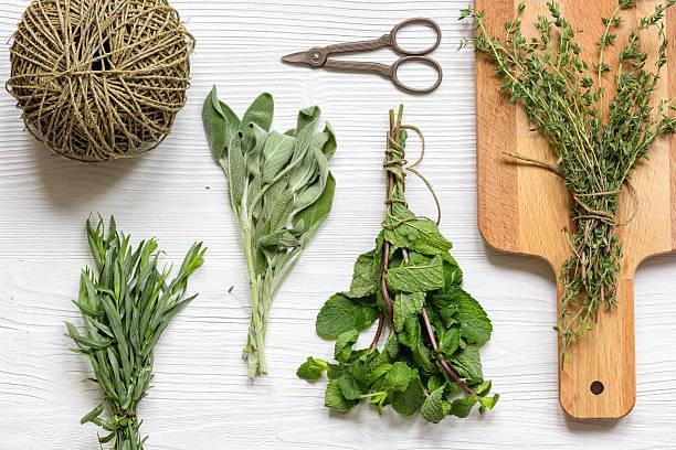 fresh herbs preparation to be dried top view wooden background - thymian trocknen stock-fotos und bilder