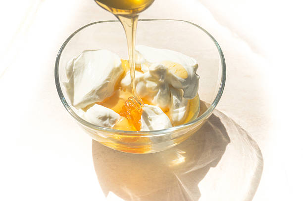 Fresh honey and Greek yoghurt – Foto
