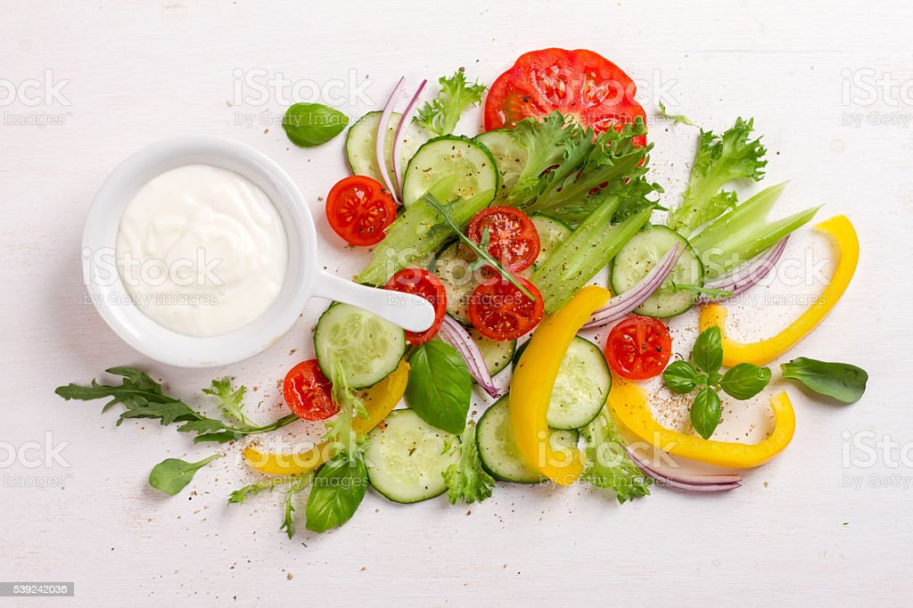 Ingredientes frescos para salada foto royalty-free