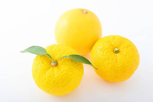 新鮮な日本のレモン - ゆず ストックフォトと画像
