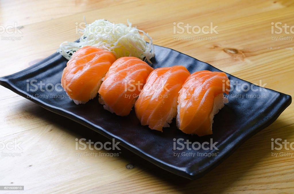Fresh japanese salmon sushi on wood table Lizenzfreies stock-foto