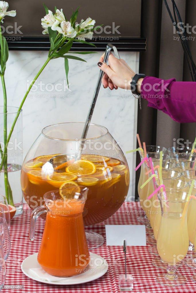 Frischer Saft Auf Einem Tisch In Einem Restaurant Gesunde Getränke ...