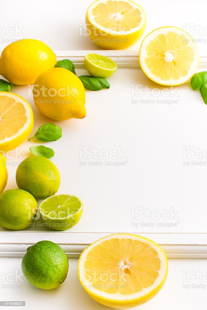 Frische Limette und Zitrone Früchte isoliert auf weißem Hintergrund. – Foto