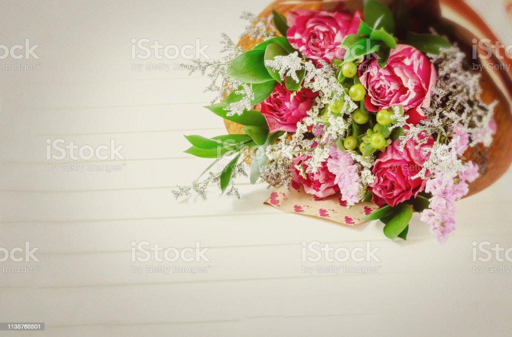 Photo Libre De Droit De Bouquet Frais Et Luxuriant De Fleurs