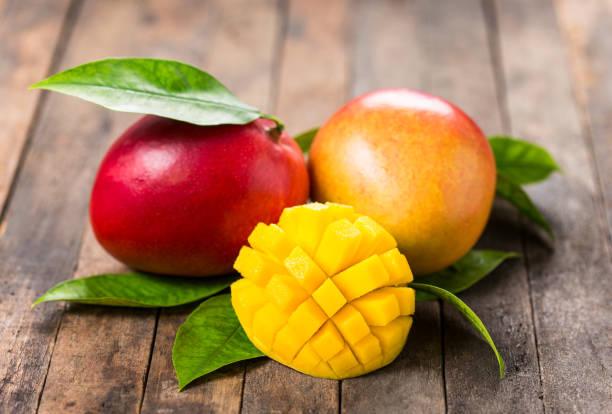 mango de frutas frescas - mango fotografías e imágenes de stock