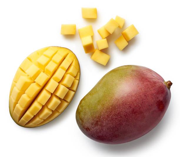 mango fresco aislado sobre fondo blanco - mango fotografías e imágenes de stock