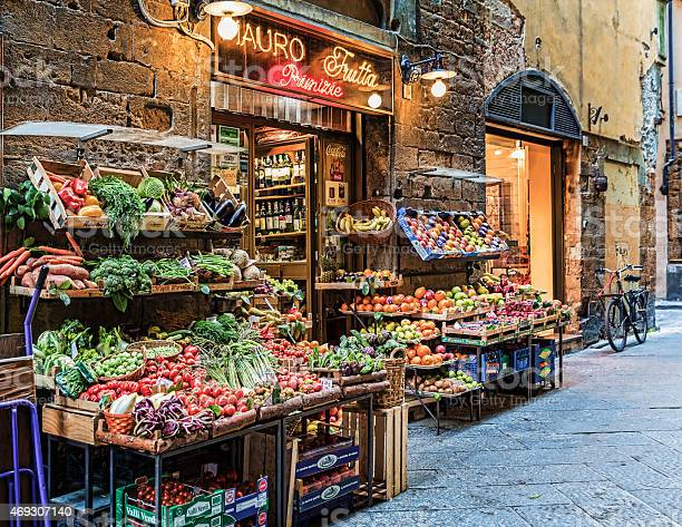 Fresh market in florence italy picture id469307140?b=1&k=6&m=469307140&s=612x612&h=etgt2wsf1qx2ctlmyunwjej4j5g n8kso7nns8v dcc=