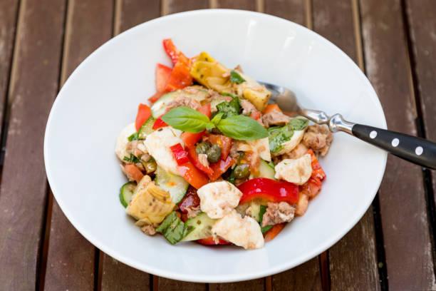 Fresh Mediterranean Salad For Healthy Summer Eating - foto stock
