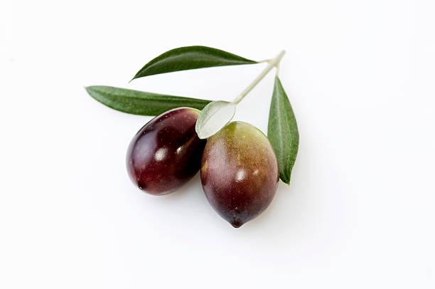frische oliven - schwarze olive stock-fotos und bilder