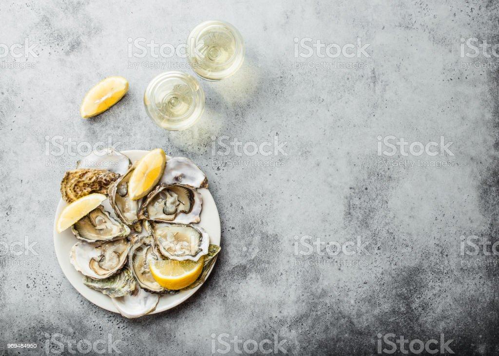 Frische Austern öffnen – Foto