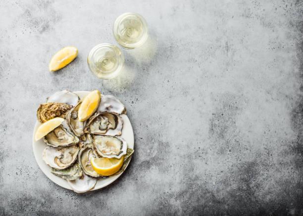 färska öppnade ostron - fisk och skaldjur bildbanksfoton och bilder