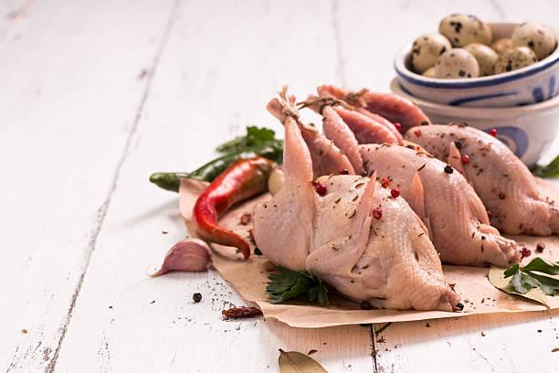 fresh organic quails on vintage wooden table, healthy food - colin photos et images de collection