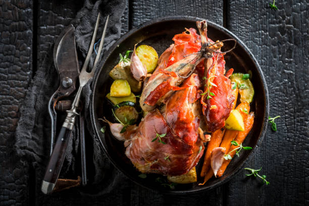 fresh pheasant with bacon and spices and vegetables - faisan gibier à plume photos et images de collection