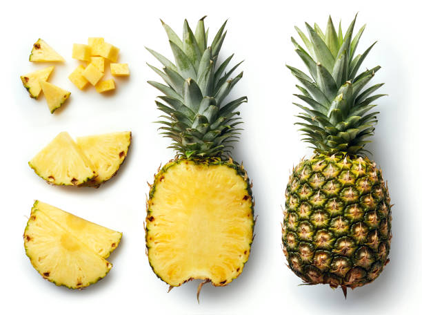 fresh pineapple isolated on white background - ananas zdjęcia i obrazy z banku zdjęć