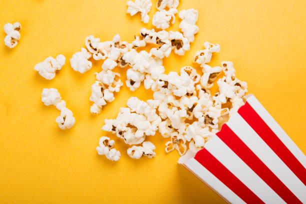 verse popcorn - popcorn stockfoto's en -beelden