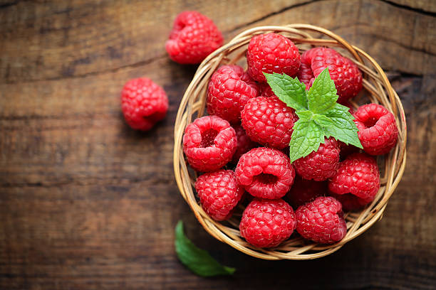 fresh raspberries - hallon bildbanksfoton och bilder
