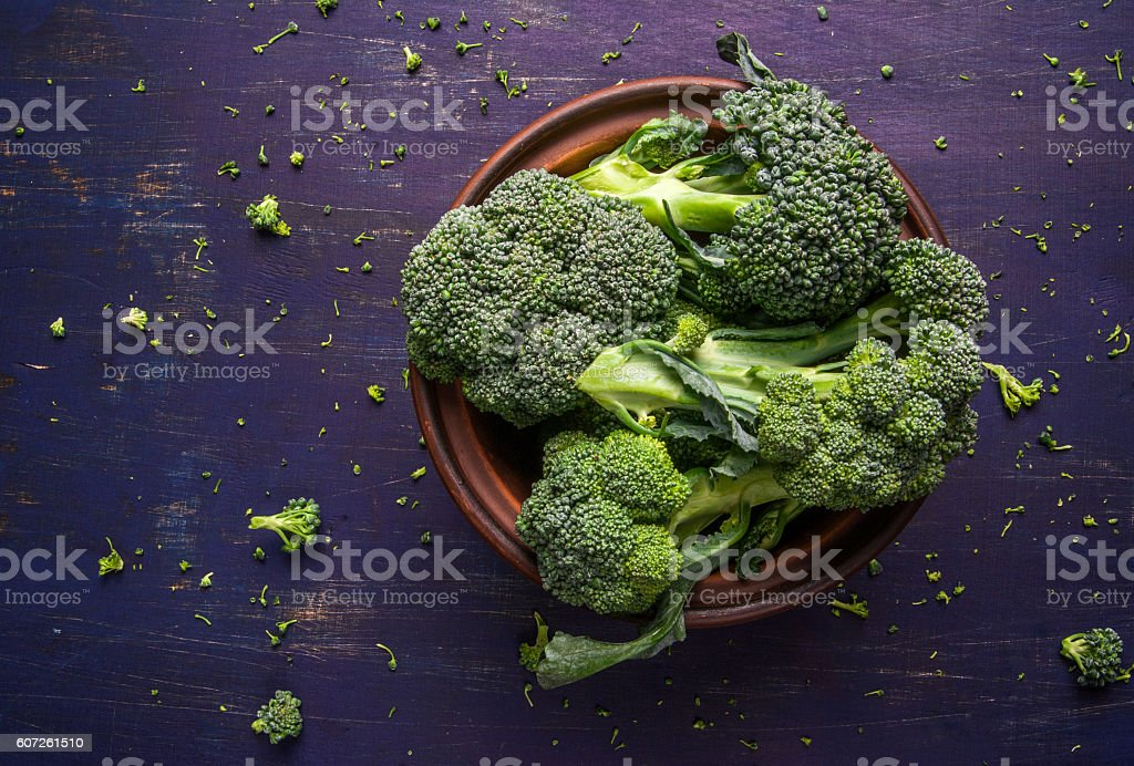 Fresh raw broccoli​​​ foto