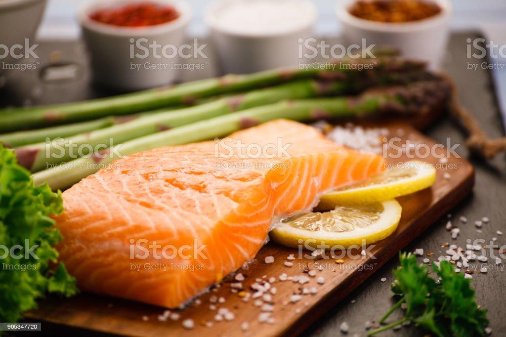 Fresh raw salmon steak on cutting board zbiór zdjęć royalty-free