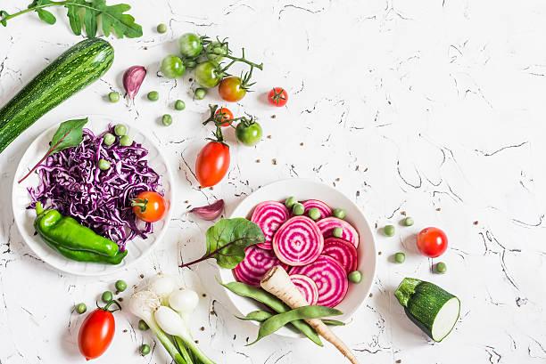 fresh raw vegetables -  cabbage, beet, zucchini, beans, tomatoes - radieschen salat stock-fotos und bilder