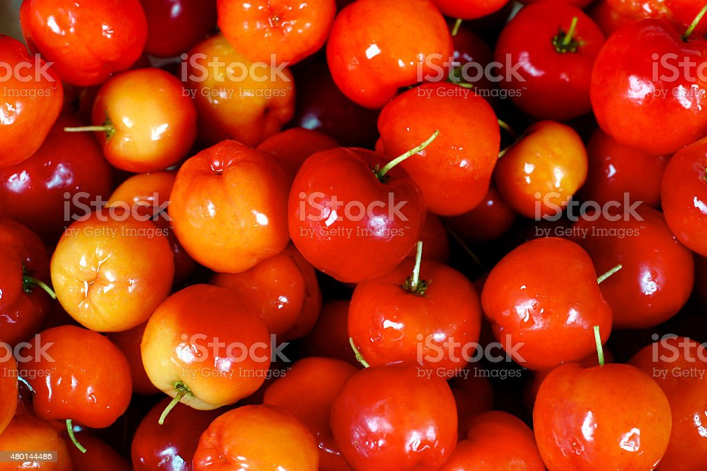 Acerola frutas vermelhas frescas - foto de acervo