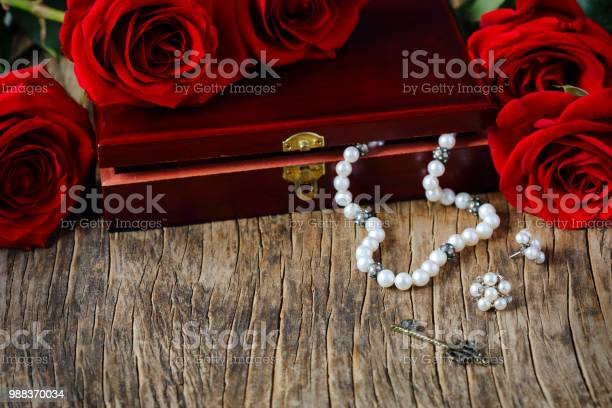 Fresh red roses with pearls picture id988370034?b=1&k=6&m=988370034&s=612x612&h=7r0y4qhesf1b9jk0f196pse3gwmh6uavmfpcfhl4euc=