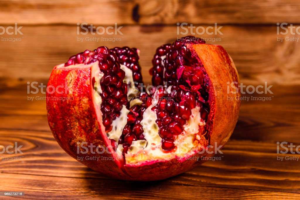 Fresh ripe garnet fruit on wooden table zbiór zdjęć royalty-free