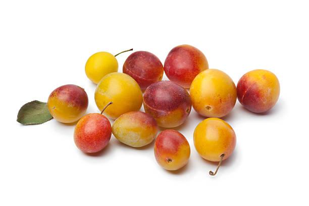 frais et mûrs prune mirabelle - mirabelle photos et images de collection