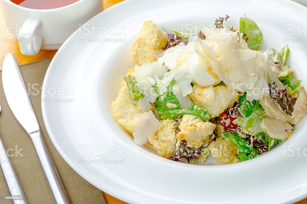 Salade verte avec poulet breas. - Photo