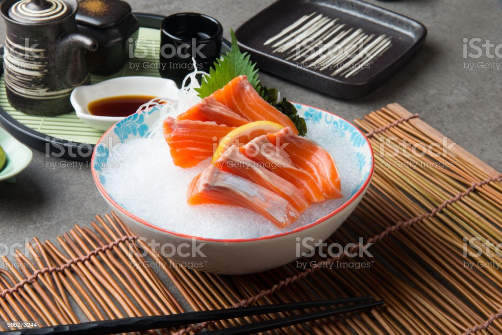 fresh salmon shashimi sushi on fresh ice zbiór zdjęć royalty-free