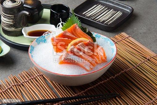 Fresh Salmon Shashimi Sushi On Fresh Ice - Stockowe zdjęcia i więcej obrazów Biały